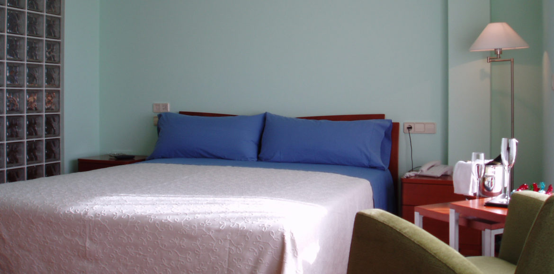 Habitación con cama de Agua